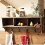Crea una estantería por muy poco y ahorra espacio en tu cocina