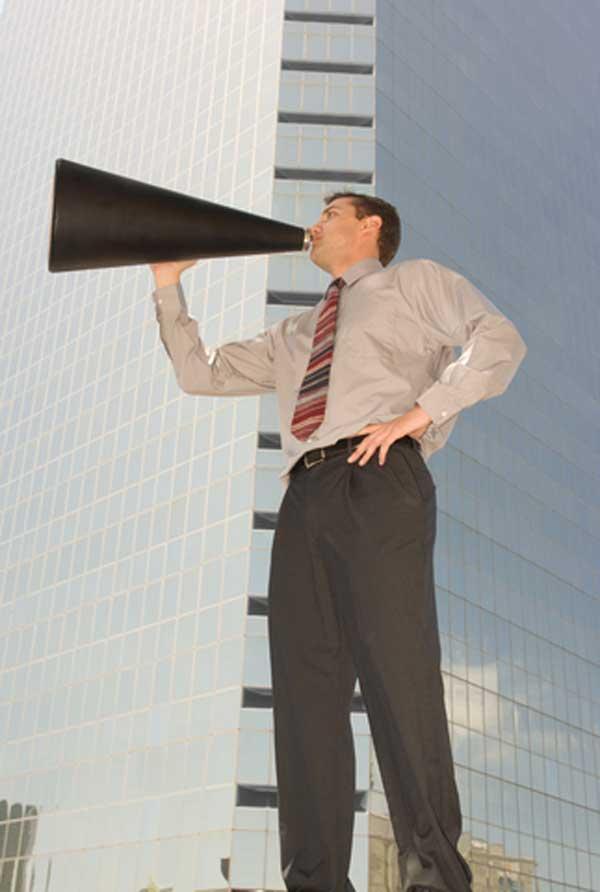 Cómo promover, buscar y aprovechar la publicidad de bajo costo y gratis para su negocio